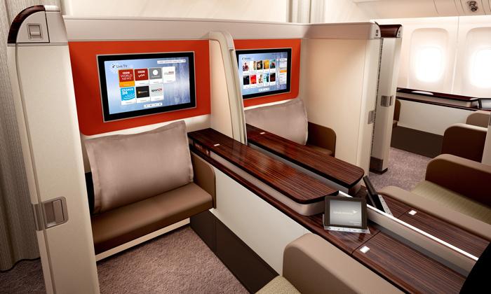 Kabin First Class yang lapang dan elegan dengan sistem hiburan lengkap.