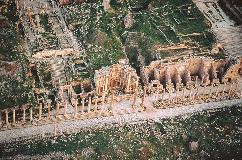 Reruntuhan Kota Jerash dilihat dari udara.