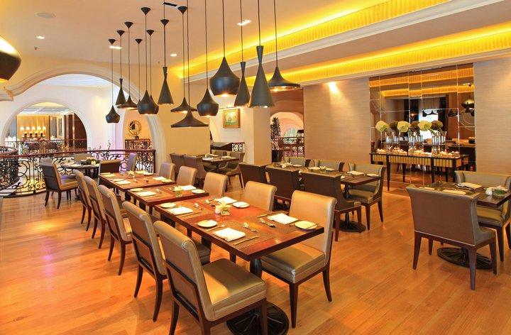 Interior Le Gran Cafe di Gran Mahakam.