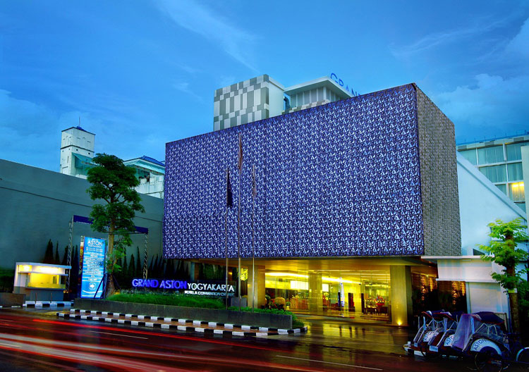 Fasad Grand Aston Yogyakarta.