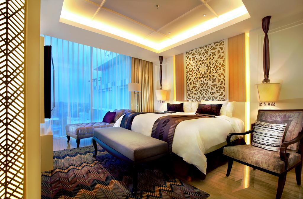 Akomodasi Western Suite di Grand Aston Yogyakarta.