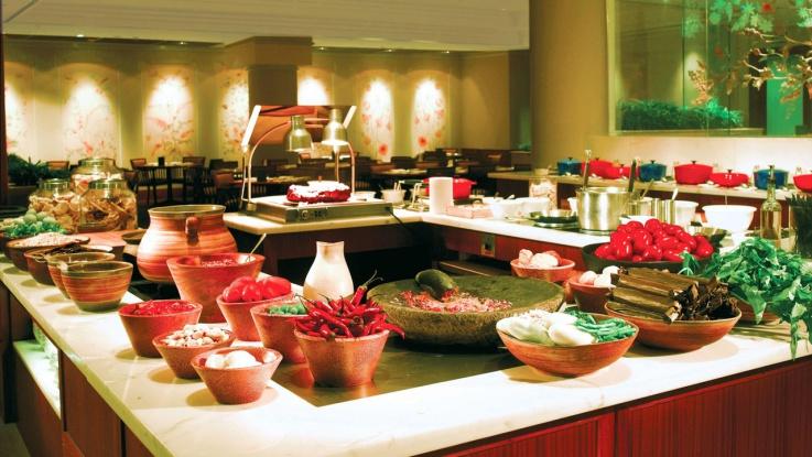 Paket sudah termasuk sarapan atau Weekend Brunch di Grand Cafe untuk dua orang dewasa dan dua anak-anak.