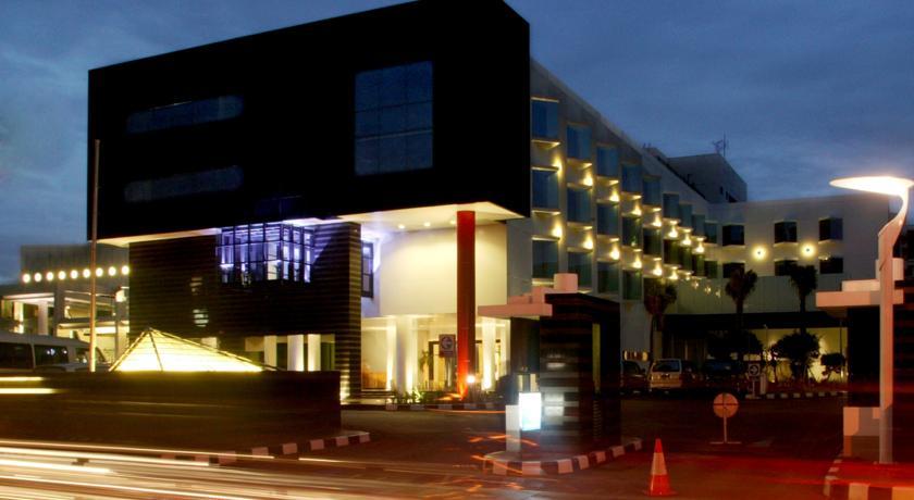 Fasad Hotel grandkemang.