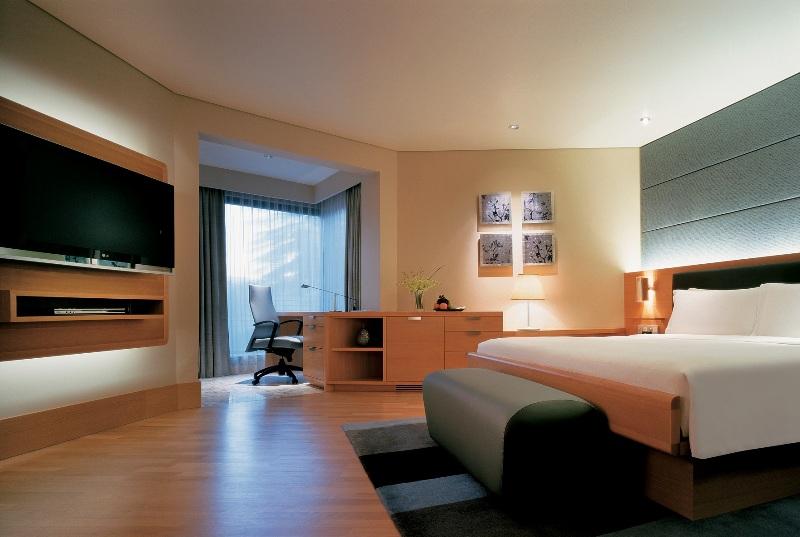 Kamar Grand Room bernuansa simpel dan elegan.
