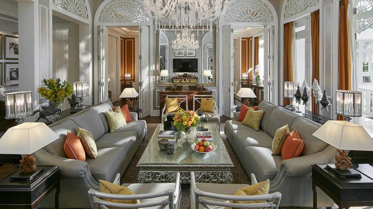Kamar Grand Royal Suite yang megah.