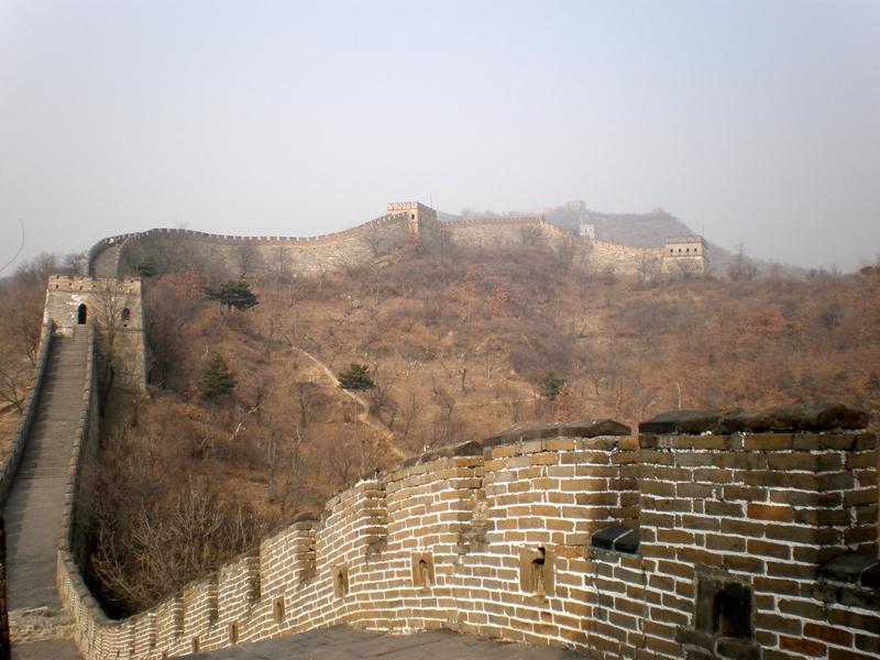 Noda coretan di tembok raksasa ini sudah memasuki tahap yang mengkhawatirkan.