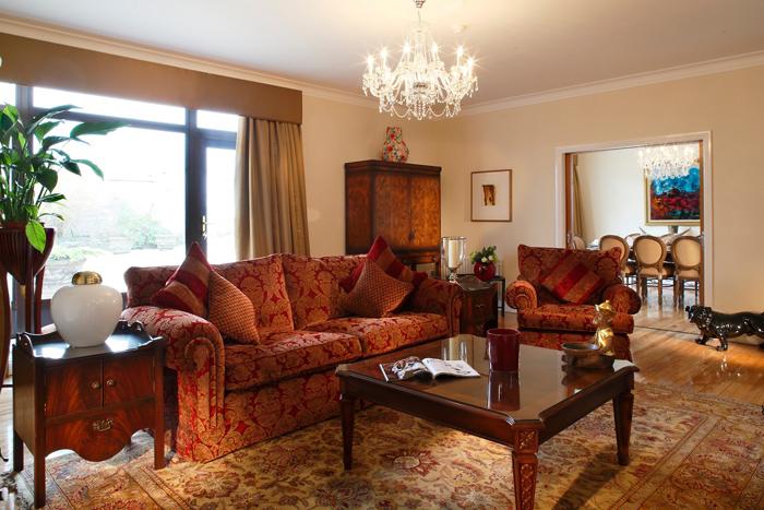 Ruang tamu di Penthouse Gresham Hotel, Dublin.