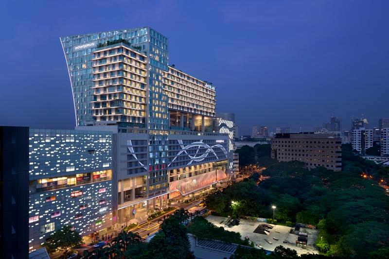 Hotel Jen Orchardgetaway bersemayam di distrik belanja Singapura.
