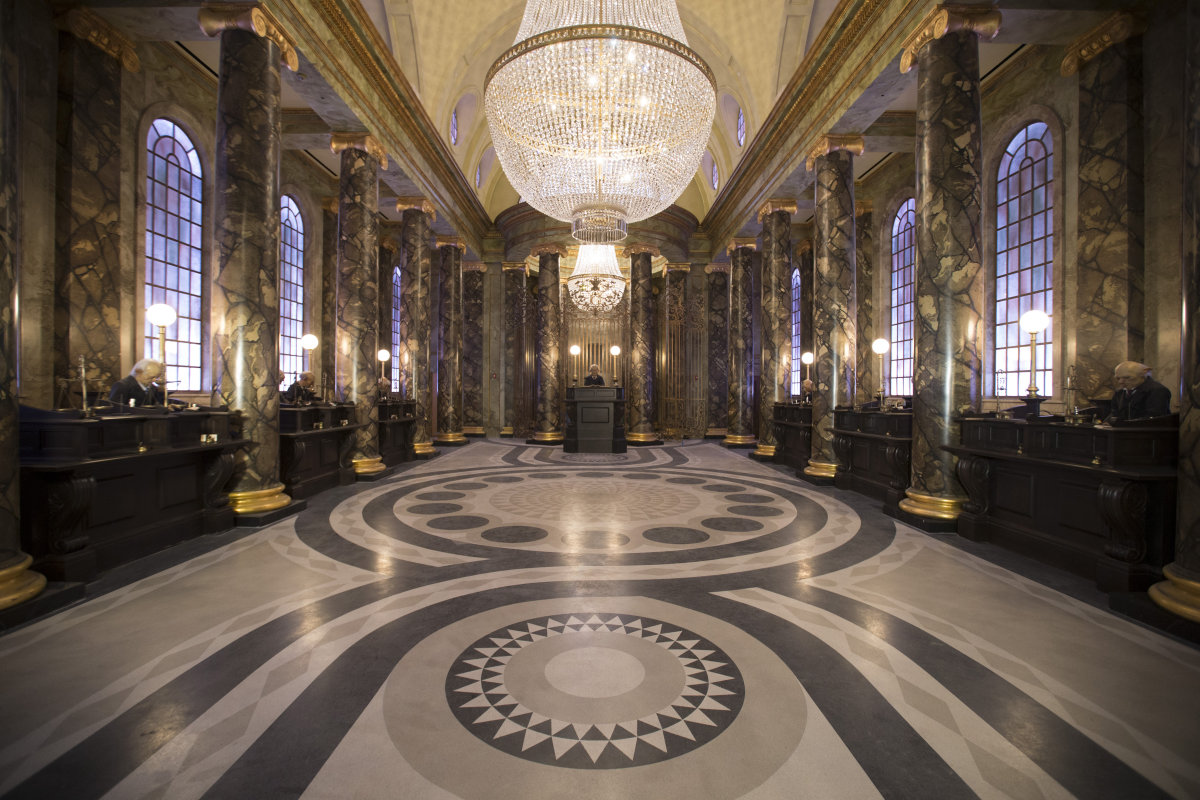 Pintu masuk wahana Harry Potter and the Escape from Gringotts.