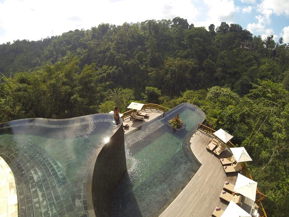 Kolam renang di Hanging Gardens Ubud yang sering dinobatkan sebagai salah satu kolam renang terbaik di dunia.