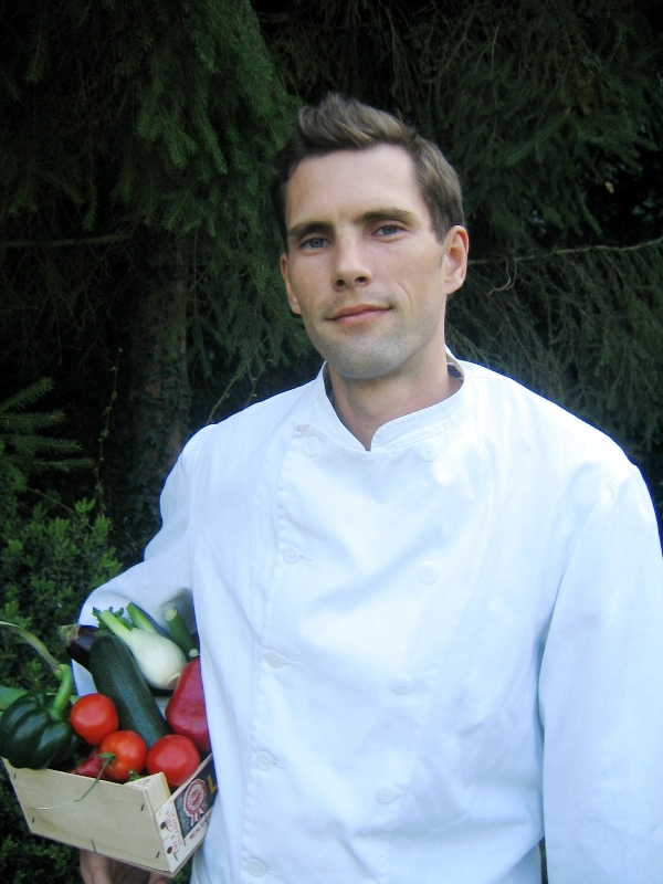 Koki Charles Christianens yang pernah menimba ilmu di restoran-restoran terbaik dunia.