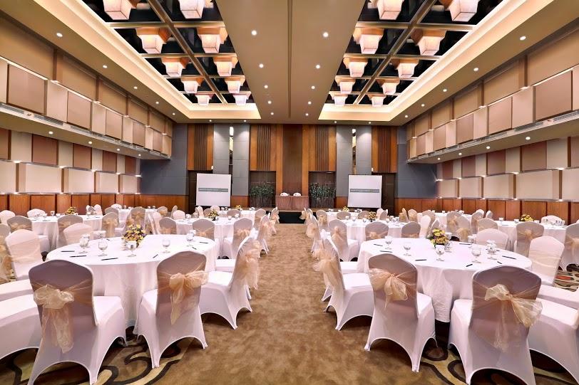Ballroom yang mampu menampung hingga 400 tamu.