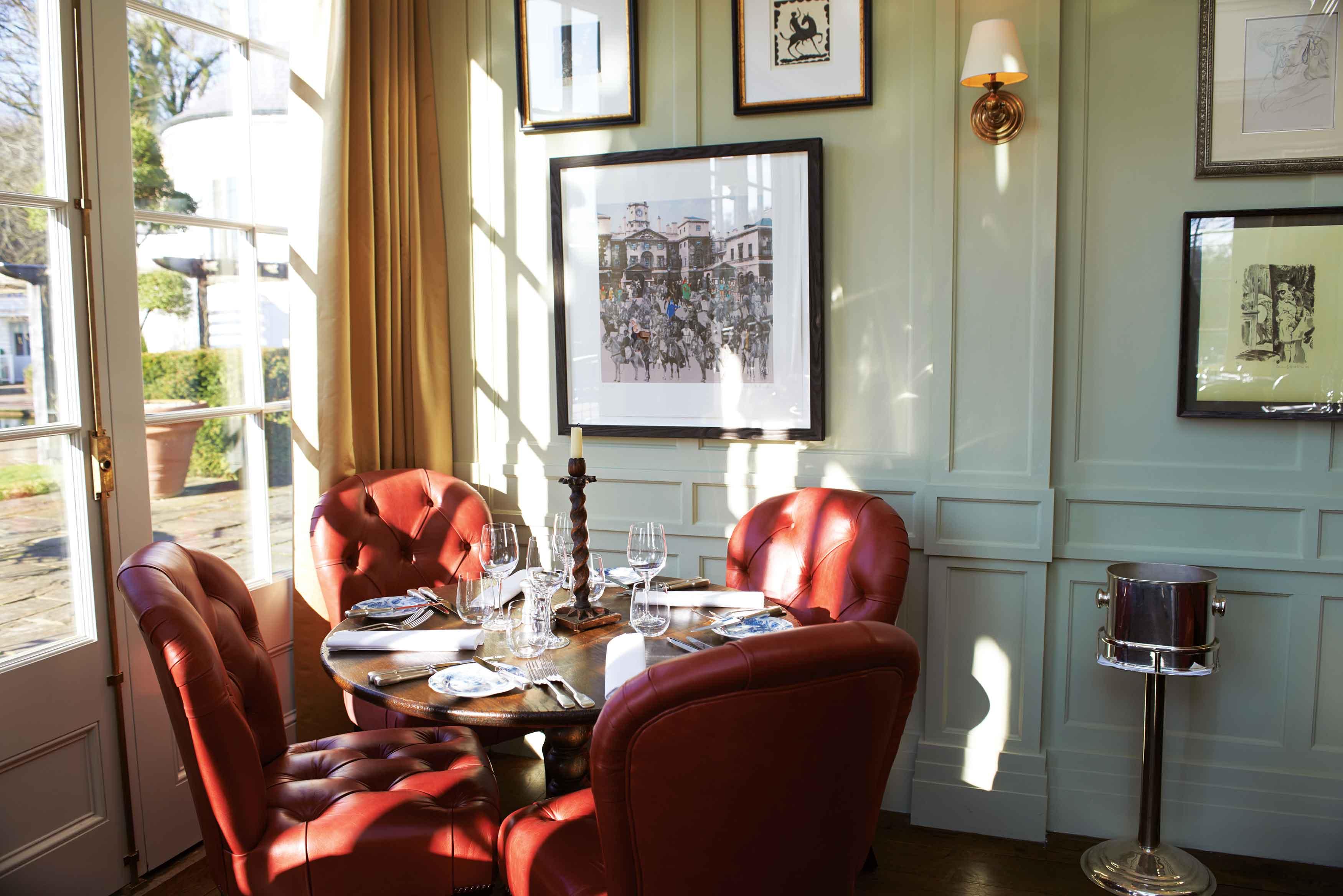 Interior Hartnett, Holder & Co di Hotel Lime Wood, Inggris.