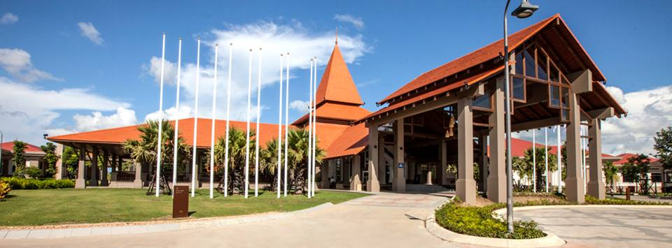 Fasad Hilton Naypyidaw dengan desain tradisional.