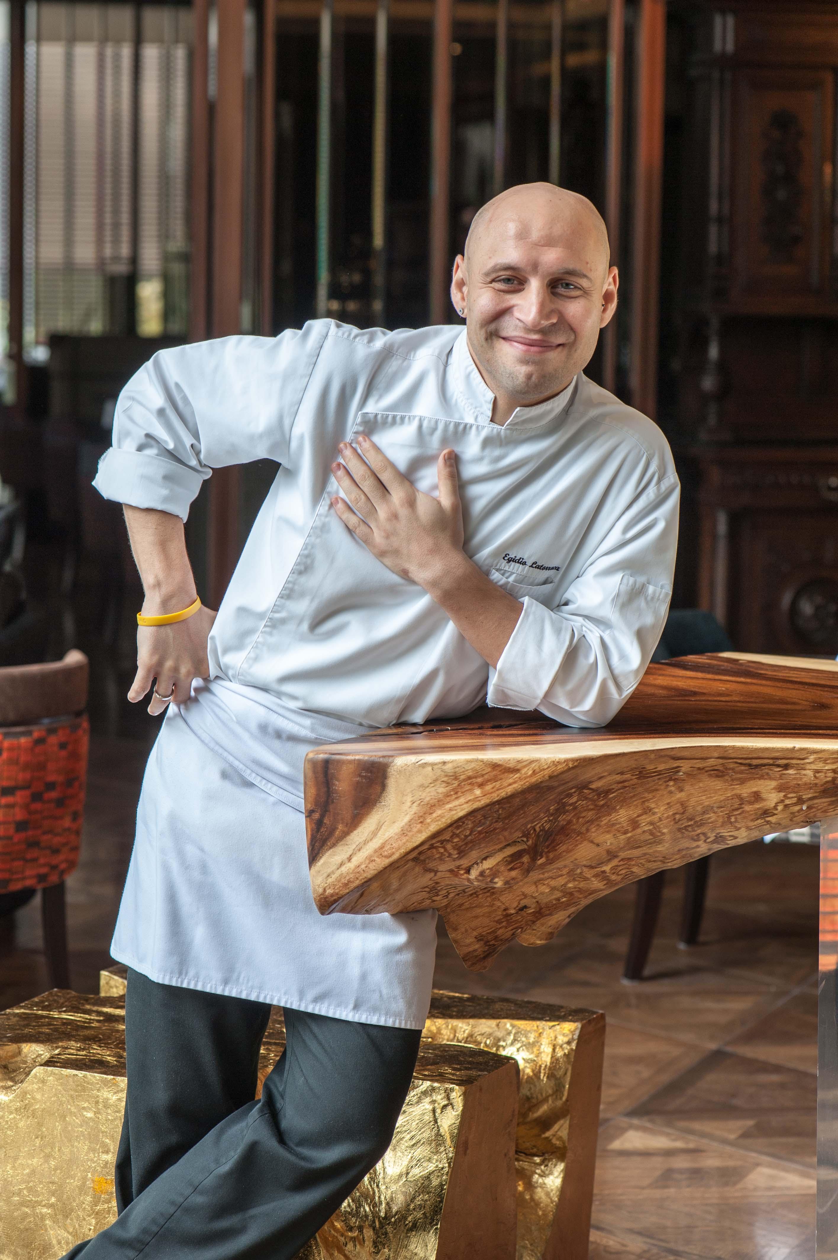 Chef Egidio yang bertanggung jawab atas hidangan Natal dan malam tahun baru tahun ini.