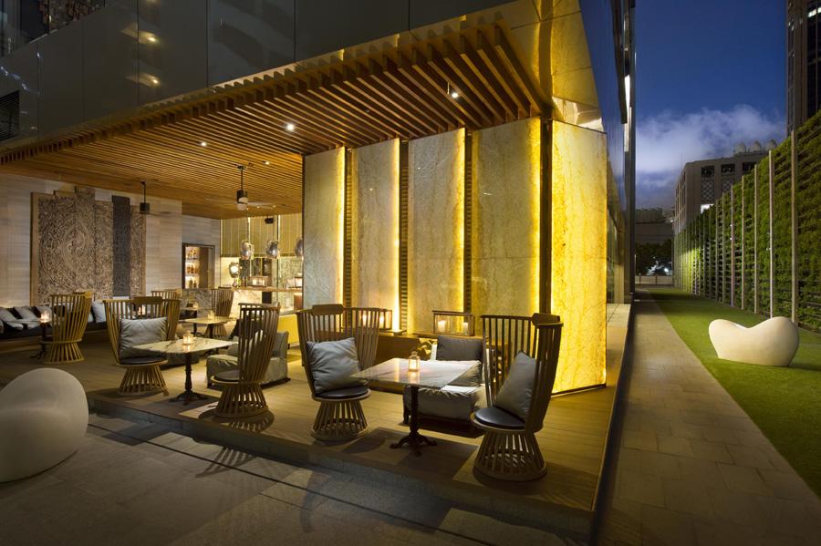 Area outdoor Mondo Bar.