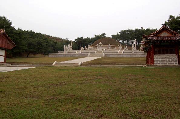 Kumpulan monumen bersejarah di Kaesong, Korea.