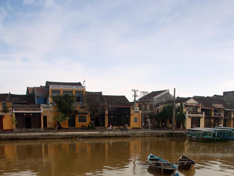 Hoi An, desa nelayan kuno yang menarik berkat bangunan lawas dan sejarahnya.