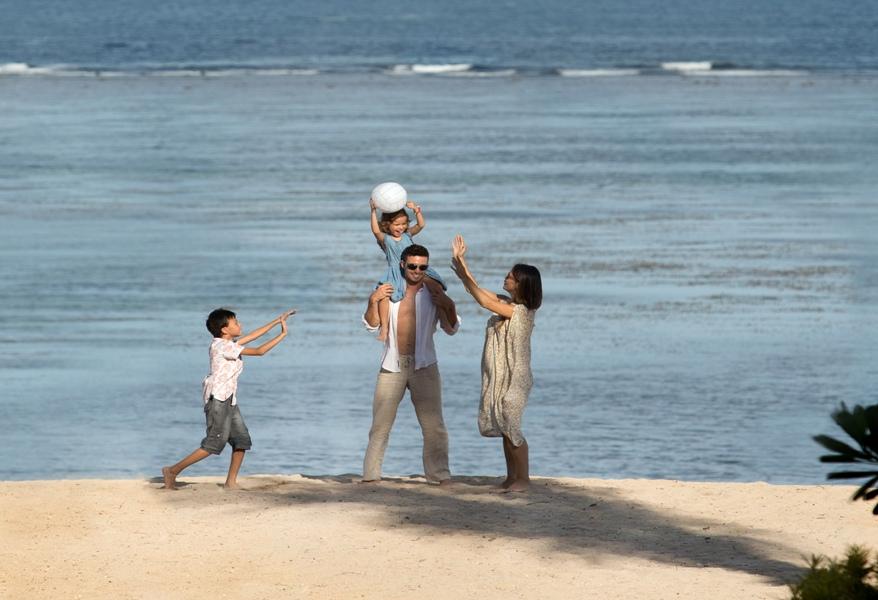 Holiday Inn Benoa memiliki akses langsung ke pantai.