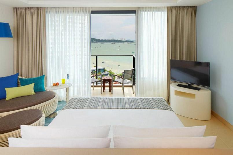 Kamar Ocean View yang ditawarkan oleh Holiday Inn Pattaya.