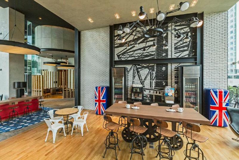 Area workshop dengan interior yang digarap serius.