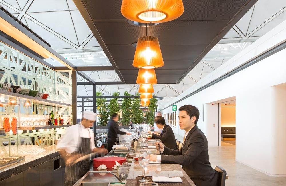 Spice Temple, tempat tamu menikmati hidangan Asia dan barbeku ditemani beragam pilihan koktail.