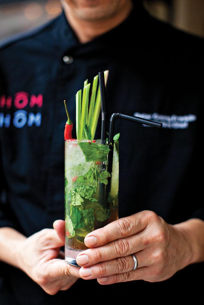 Minuman segar kreasi bartender di Chom Chom.