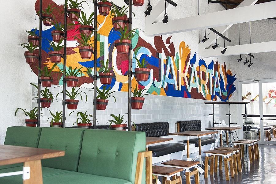 Restoran Lokal dengan menu khas Indonesia dan barat.