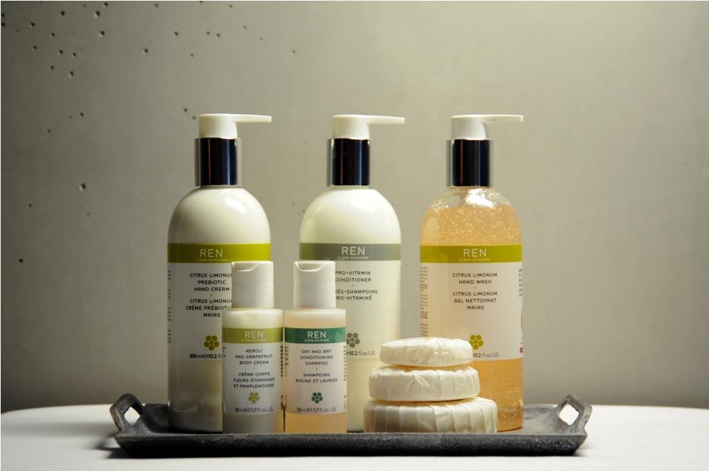 Sabun mandi dan produk kecantikan produksi REN Skincare.