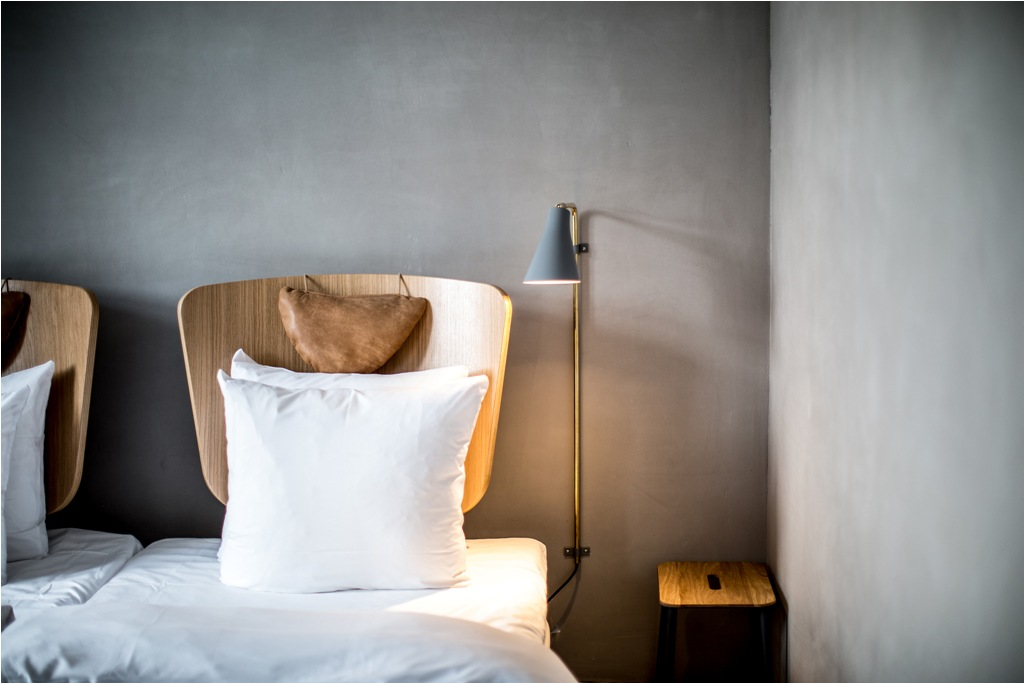 Kamar tidur dengan matras nyaman.