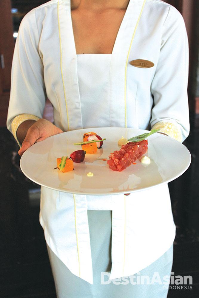 Tuna tartar menjadi salah satu menu pembuka andalan di The Long Table.