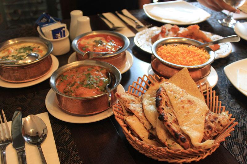 Hidangan di Shish Mahal yang memanjakan lidah. (Foto: Yohanes Sandy)