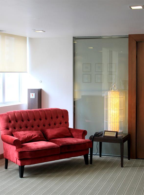 Salah satu sudut ruang rapat di lantai dua. (Foto: Yohanes Sandy)
