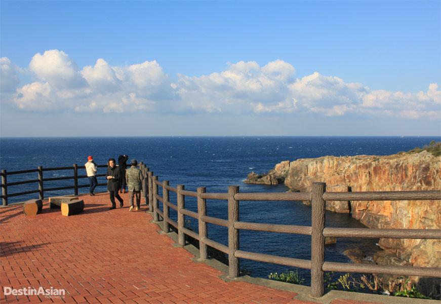 Panorama lautan yang menjadi salah satu daya tarik Wakayama.