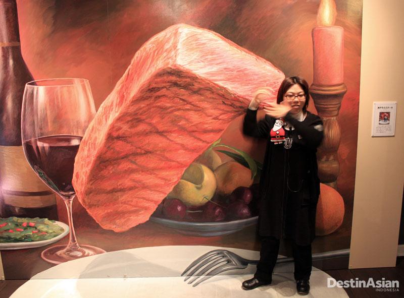 Salah satu lukisan di dalam Kobe Mysterious Consulate of Trick Art.