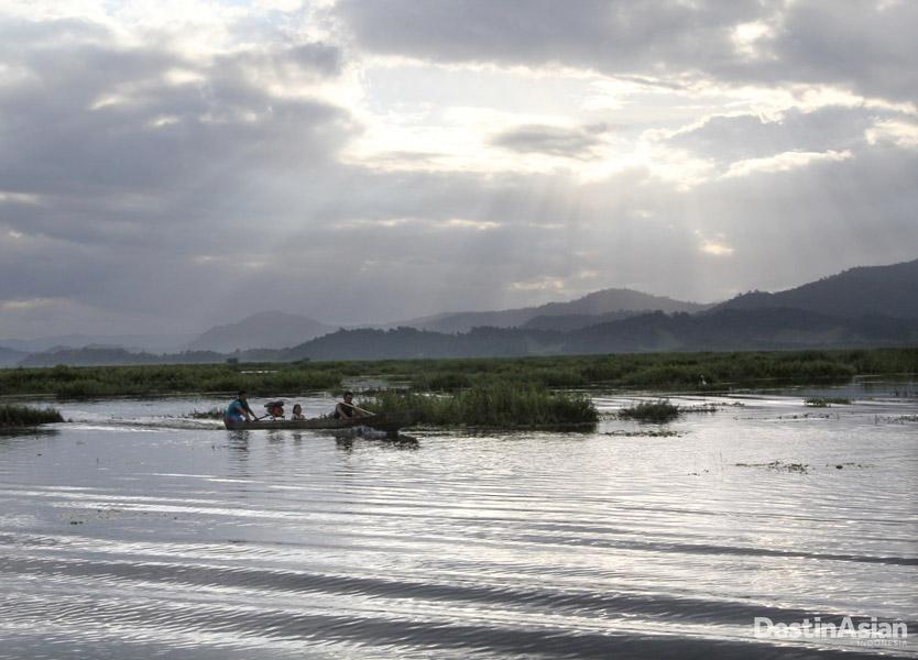 Sesuai dengan namanya, Rawa Aopa juga terdiri atas rawa. Rawa ini merupakan yang terbesar di Sulawesi.