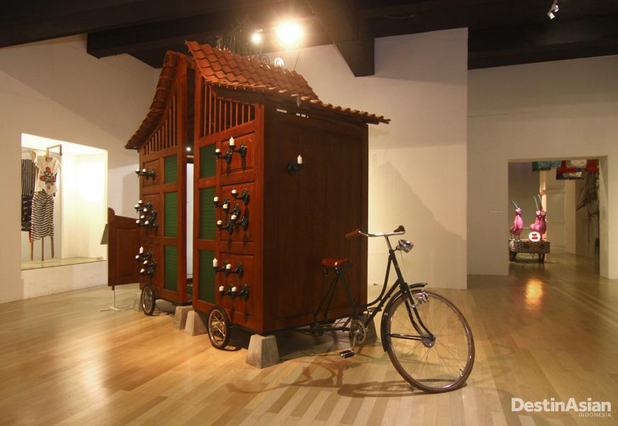 Artjog menampilkan puluhan karya seni buatan seniman lokal dan internasional.
