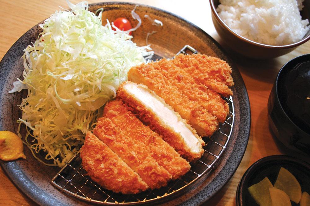 Chicken katsu dari Tonkichi dengan daging ayam yang tebal.