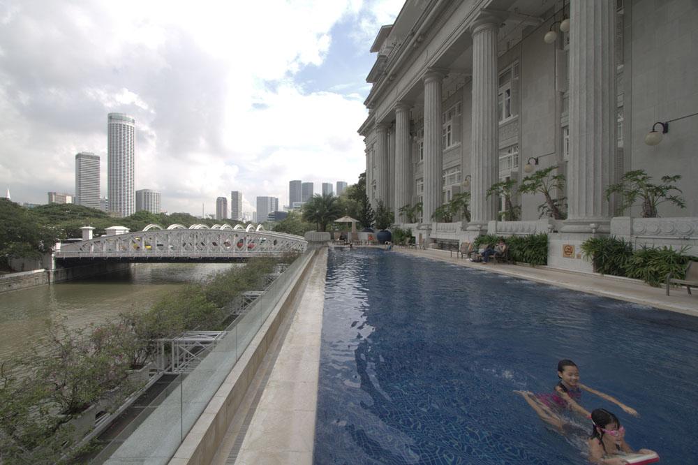 Kolam renang di The Fullerton Hotel, tempat tamu-tamu VIP F1 menginap.
