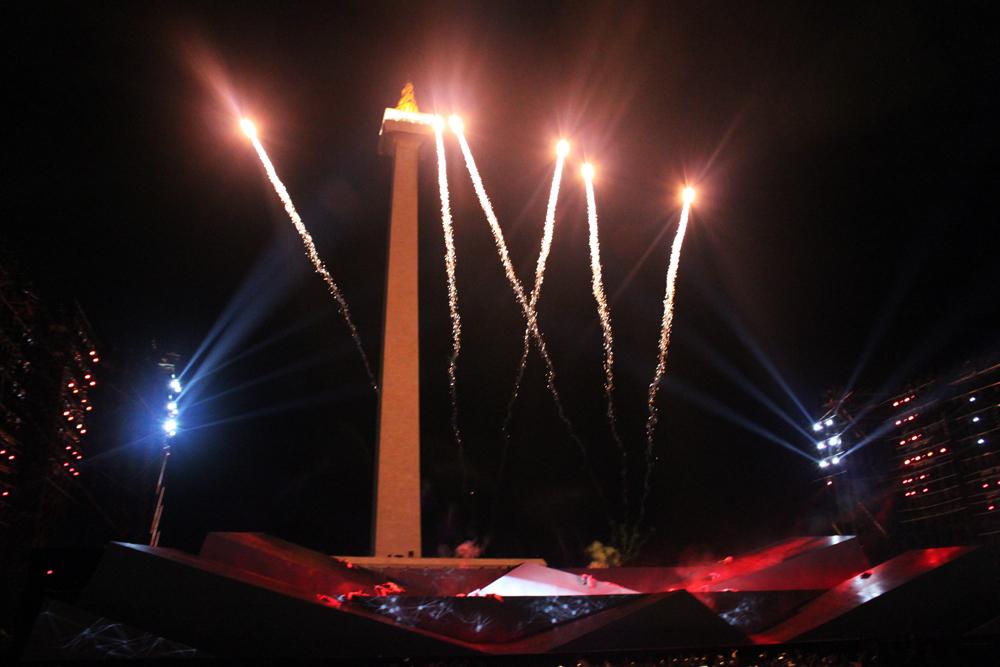 Kembang api dijadikan bagian dari special effect Ariah.