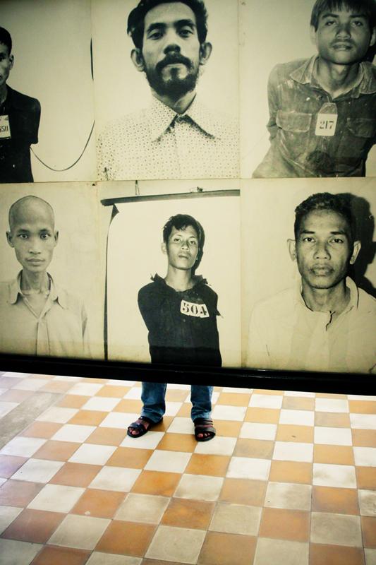 Potret diri para korban kekejaman Khmer Merah dipajang di Tuol Sleng Genocide Museum.