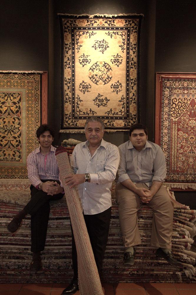 Mir bersaudara yang mengelola Lotto Carpets Gallery.