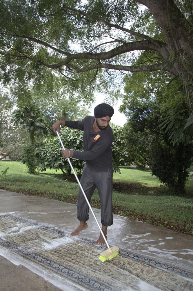 Jasa pencucian karpet yang dilayani oleh Lotto Carpets Gallery.