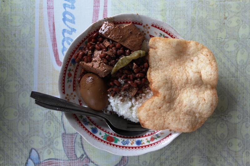 Brongkos, salah satu makanan khas Yogyakarta yang wajib dicoba.