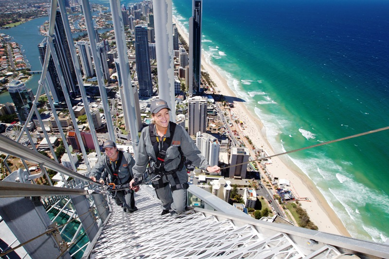 Mendaki puncak gedung tertinggi di Australia membutuhkan keberanian tersendiri.