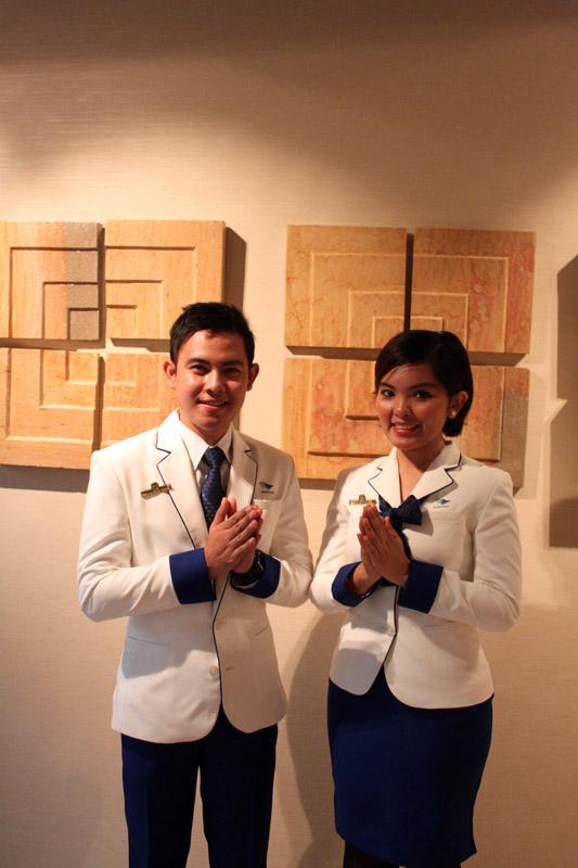 Jasa penerjemah bahasa Jepang dan Mandarin yang tersedia di lounge baru Garuda Indonesia.