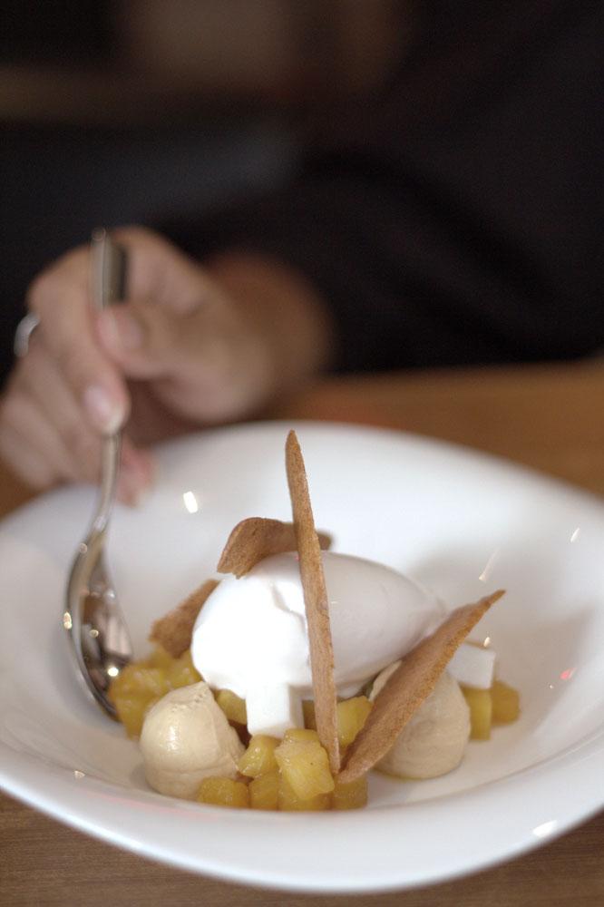 Coco pina, salah satu menu andalan restoran Spanyol Binomio.