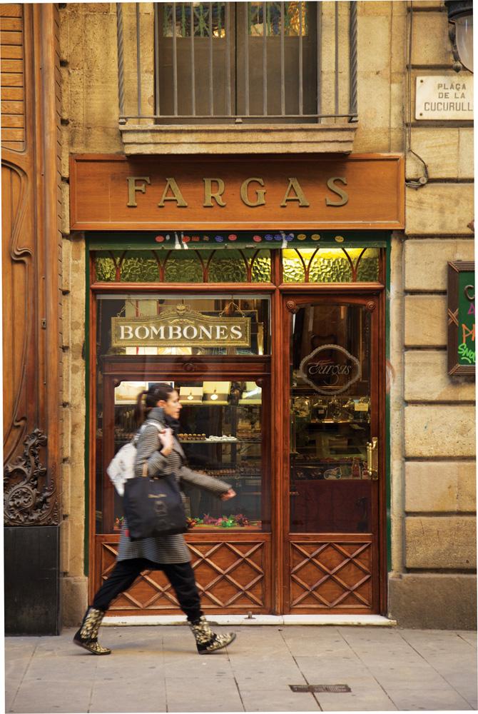 Salah satu gang di Carrer del Pi yang terkenal sebagai sentra toko kue.