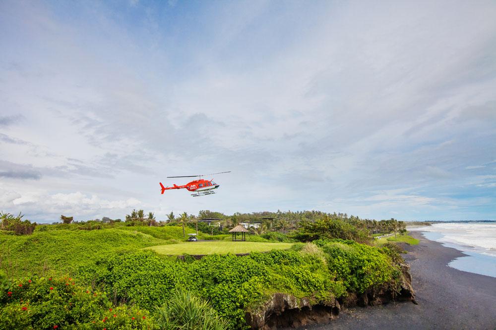 Tamu bisa menjangkau Alila Villas Soori menggunakan helikopter dari bandara.