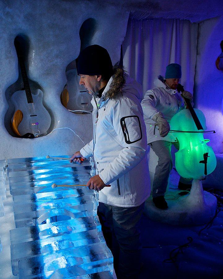 Diperlukan waktu satu minggu untuk membuat satu alat musik. (Foto: Ice Music/Graeme Richardson)